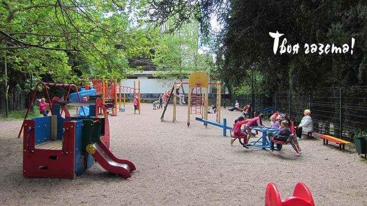 В Партените мамы взбутовались против оказания платных услуг на детской площадке