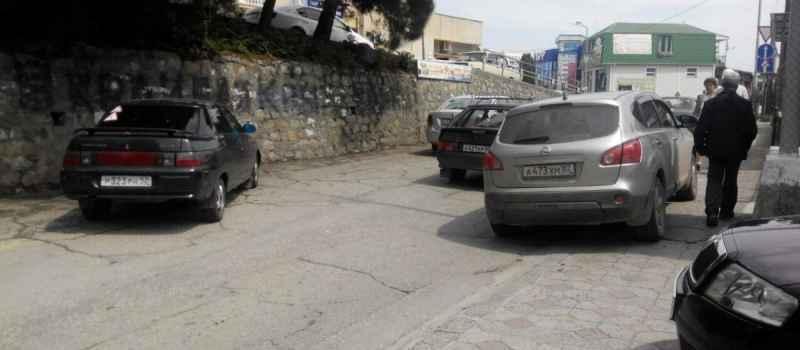 И снова парковка на тротуарах !