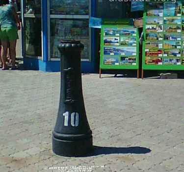 На центральной набережной Алушты упал столб №10