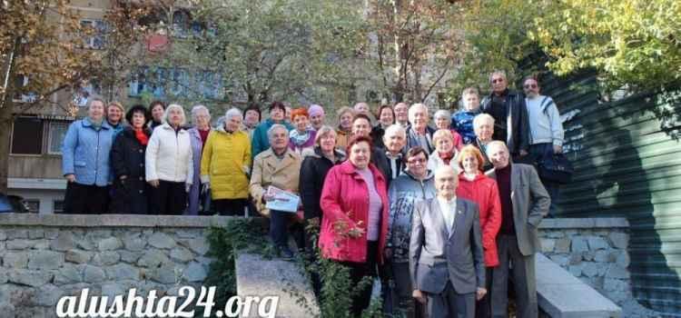 Алуштинские ветераны комсомола провели отчетно-выборное собрание