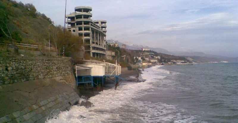 «Акватехноспорт» заявляет о законности возведения климатопавильона «Калипсо» в Алуште и наличии в нем спасательного поста (ФОТО)
