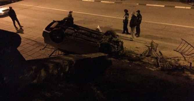 Алушта. Авария на Октябрьской 10.04.2017 в 22:12