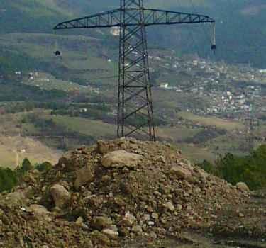 Непредсказуемая опасность для опор ЛЭП 110кв Крымэнерго   курортного  мегаполиса ЮБК .  Ялта, гора Дарсан