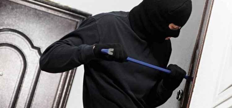 Сотрудники полиции раскрыли кражу из алуштинского офиса, совершенную в прошлом году