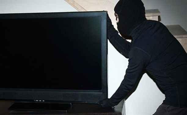 В Алуште сотрудники полиции задержали подозреваемого в краже телевизора