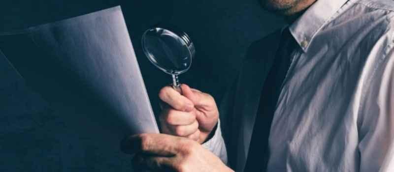 Специалисты Госкомрегистра приостановили регистрацию сделки по продаже апартаментов в Алуште из-за документов с признаками поддельности