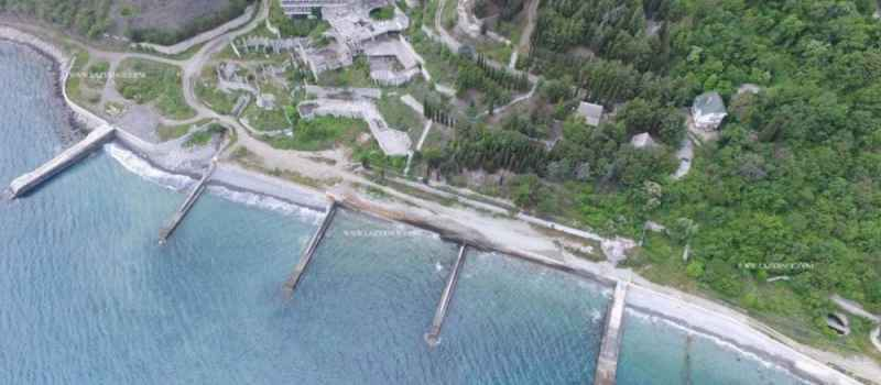 Жителям Лазурного перекрыли доступ к пляжам, через национализированный у Коломойского пансионат