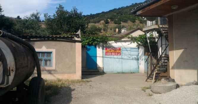 Заброшенные строения в селе Приветное