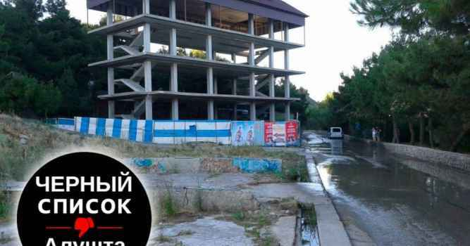 Новое строение в 100-метровой прибрежной зоне на восточной набережной Алушты