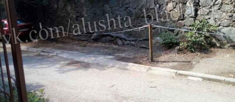 Замозахват территории для хранения личного автотранспорта в Алуште