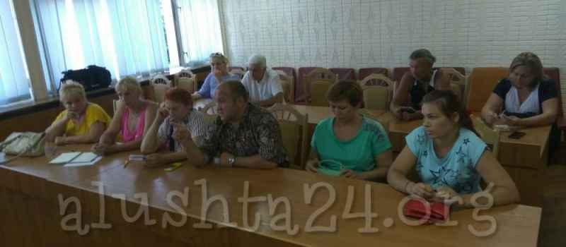Жители Солнечногорского отстояли футбольное поле на общественных слушаниях