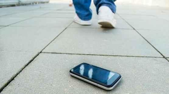 В Алуште неизвестные нашли потерянный смартфон, но владелице передумали возвращать