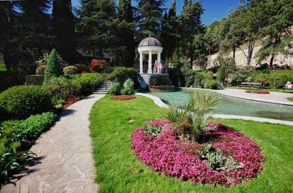 Парк Айвазовского в Партените не предоставляет нормальных экскурсоводов
