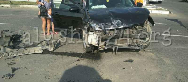 Авария на кольце автовокзала в Алуште 18 июля 2017