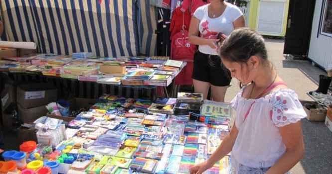 В городах и регионах Республики Крым начали работу школьные базары