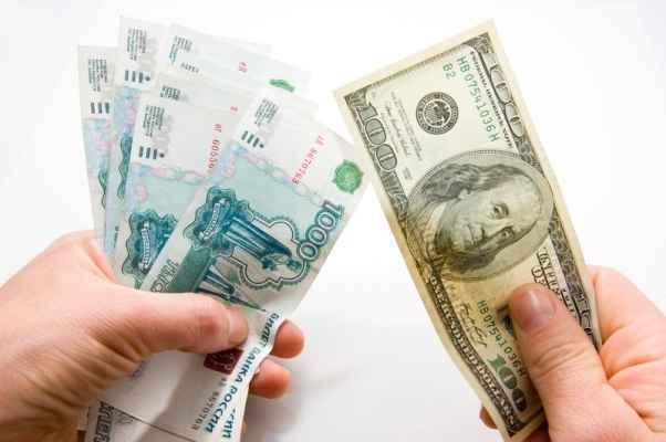 Экономика России будет избавляться от доллара