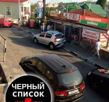 Парковка автомобиля с номерным знаком е904ое69 с нарушением ПДД РФ на ул.Горького