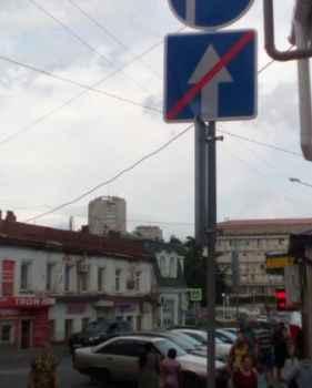 Для чего установлены дорожные знаки в Алуште?