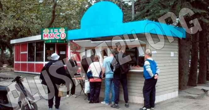 Жители алуштинских Черёмушек против закрытия молочного магазина