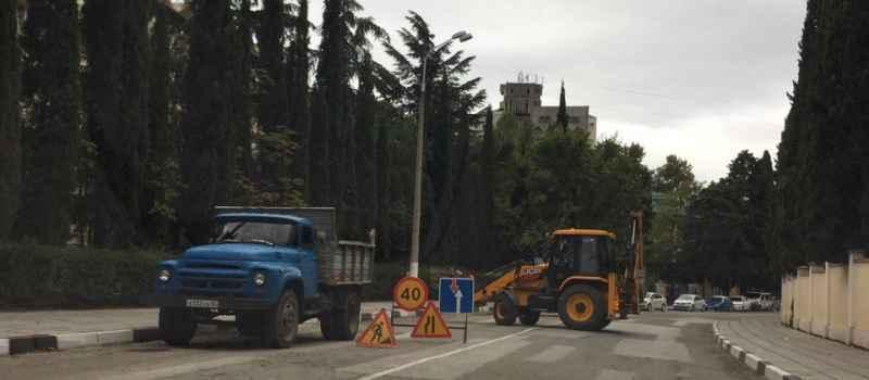 На Красносноармейской ведутся ремонтные работы связанные с нарушением дорожного полотна
