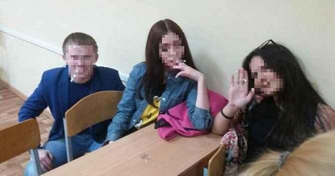 Алуштинские школьники курят на уроке