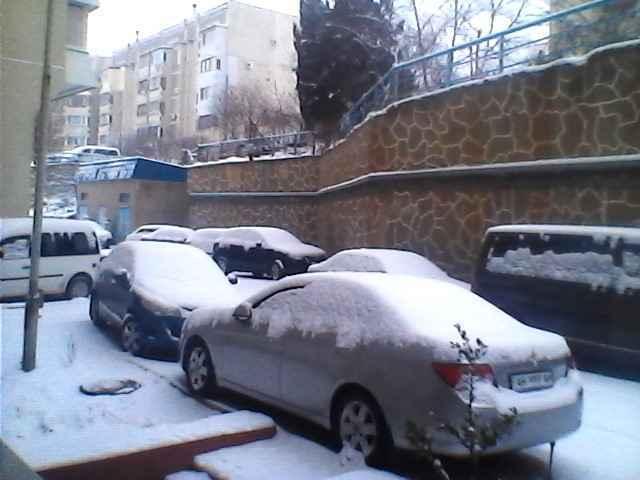В Алуште улица 60 лет СССР привратилась в зимнюю сказку