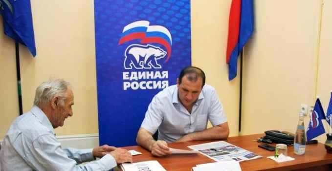 Руководитель депутатской фракции «единороссов» в Алуштинском горсовете Джемал Джангобегов провел прием граждан