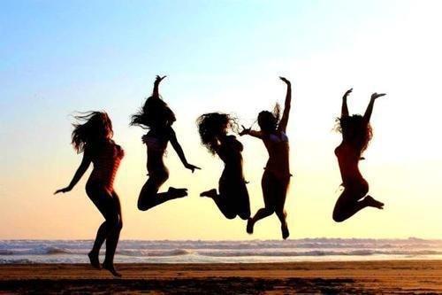 Сегодня праздник у девчат - Международный день девушек!