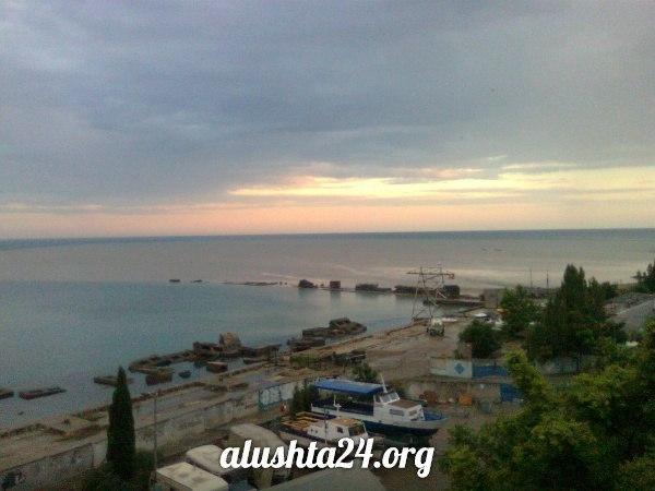 Где безопасно купаться в Алуште. Осторожно - свалка, канализация. Где начинается Южный Берег