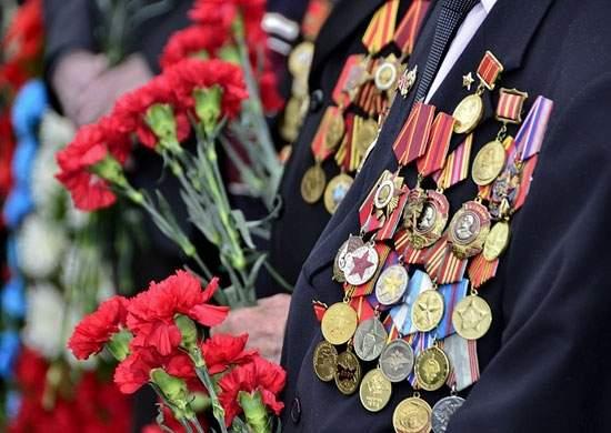Сотрудники полиции почтили память погибших при освобождении Алушты от фашистских захватчиков