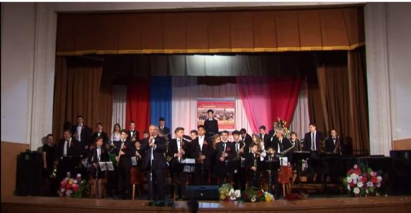Духовому оркестру