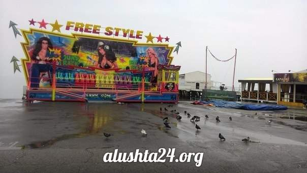 Изучаем ситуацию с атракционами на набережной Алушты