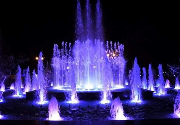 В Евпатории открылся светомузыкальный фонтан