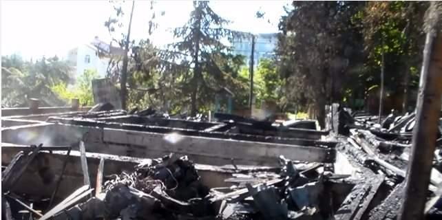 В Алуште возле гостиницы Таврида» сгорел сруб