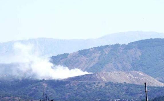 Опоры ЛЭП Крымэнерго коптят дымами свалки Алушты, а журналистов  бить  палкой