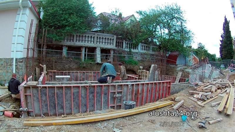 Строительство на обочине дороги - улица Кипарисная
