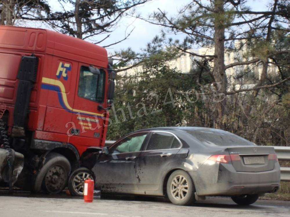 Авария на спуске Ялта - Алушта (подземный переход, р-н ул.Октябрьской)