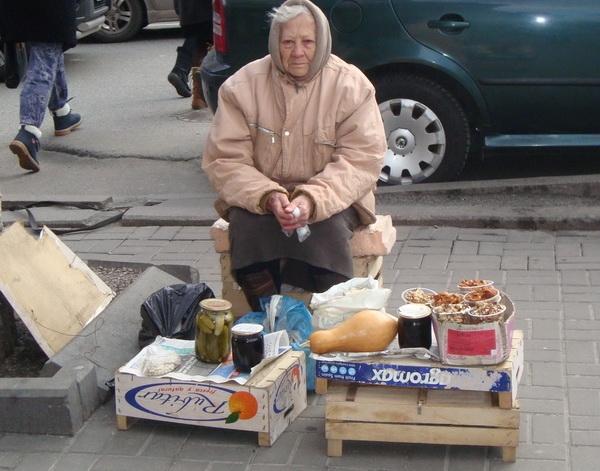 Когда в нашем городе полиция перестанет гонять бабулек, которые торгуют домашним?