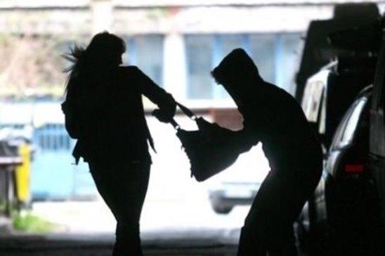 Разыскивается грабитель совершивший нападение на женщину