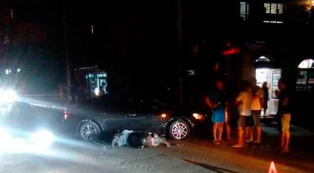 В Алуште на ул. Багликова скутер попал под автомобиль