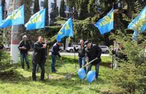 В дни празднования годовщины Крымской весны члены и сторонники ЛДПР в Алуште провели субботник