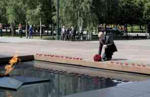 Могила неизвестного солдата в Алуште должны быть центре нашего города
