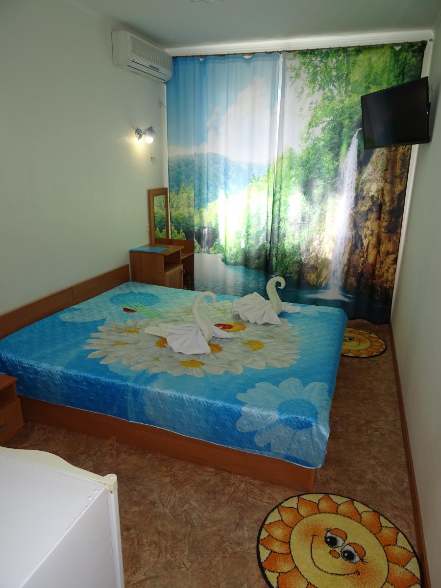 Посуточная аренда комнаты 18 кв.м на 2/2 этажа, по адресу г. Алушта, ул. Гвардейская