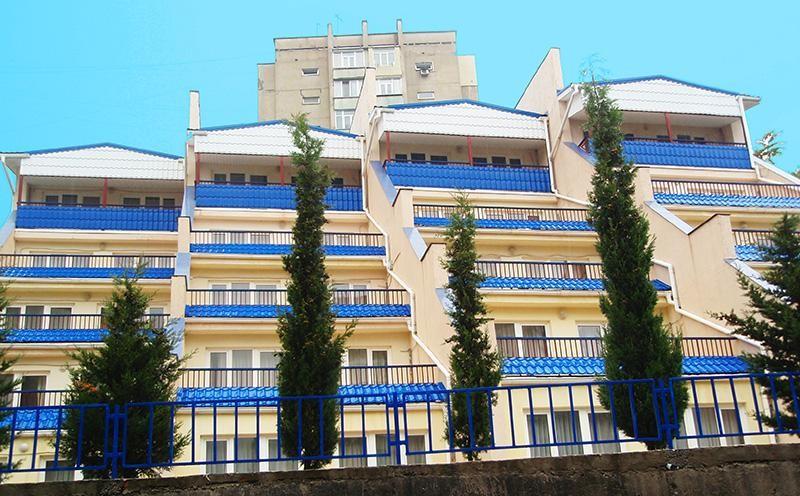 Недвижимость квартиру 84 кв.м на 1/5 этажа, по адресу г. Алушта, ул.
