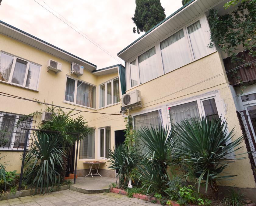 Недвижимость квартиру 32 кв.м на 1/2 этажа, по адресу г. Алушта, ул. Красноармейская, 2