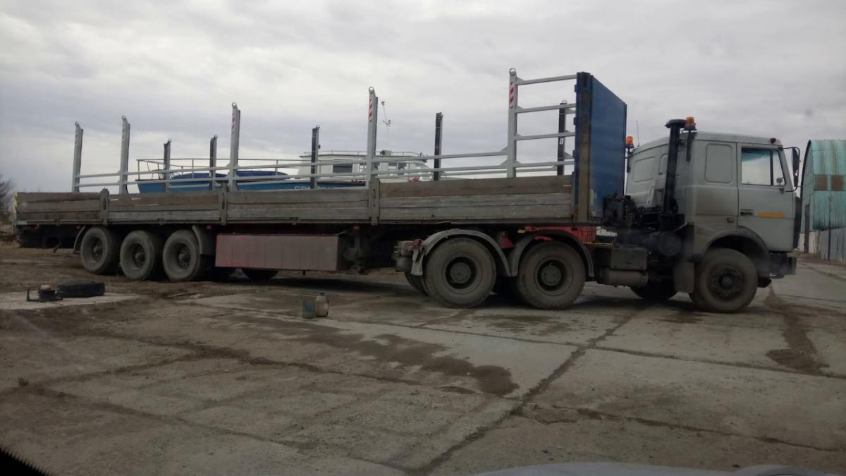 Услуги грузового автомобиля с кониками