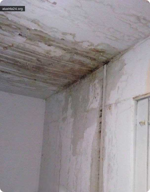Все об Алуште: В общежитии-11 на территории санатория Алуштинский после дождя начинается свой дождь