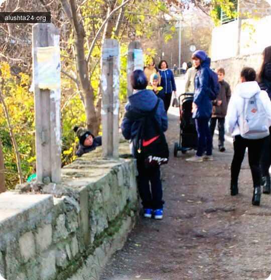 Все об Алуште: В Алуште школьники взрывают петарды в общественных местах