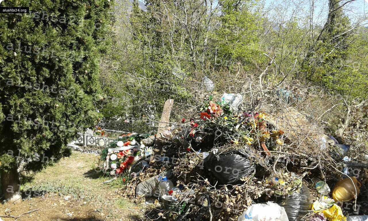 Все об Алуште: Уборка на кладбище в Алуште к поминальному дню