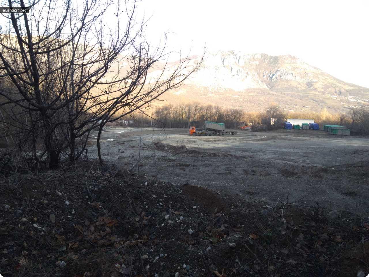 Обсуждения: Блог им. сало: Мусорный канцерогенный портал Верхней Кутузовки заменит золотые врата Южного Берега Крыма